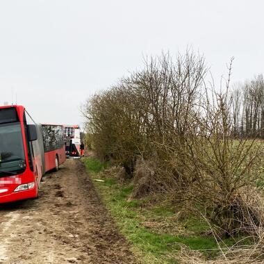 Bergung eines Gelenkbusses