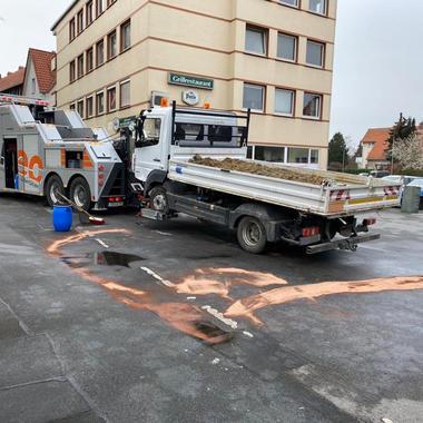 Abschleppen eines Mercedes Atego nach Unfall