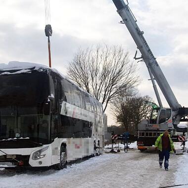 Bergung eines Reisebusses