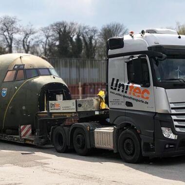 Transport eines Transall-Cockpits mit unserem 2-Achs Tiefbett