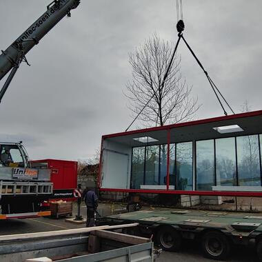 Mit unserem LTM 105 wurden die Container punktgenau abgesetzt