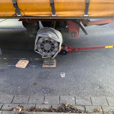 Nach einem Reifenplatzer am Anhänger konnte der Kunde nach kurzer reparaturzeit wieder weiter fahren