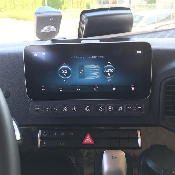 Display für Heizung, Klima, Radio und Navigationssystem