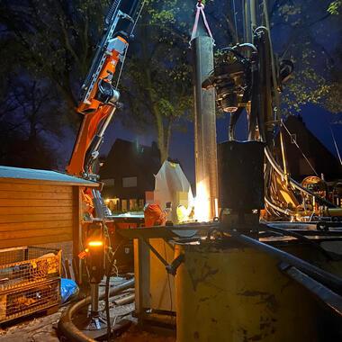 Bis in die Abendstunden wurde auf der Baustelle gearbeitet