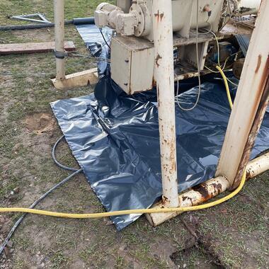 Die Abdrücke der Stützen vom LKW zeigen wie aufgeweicht der Boden ist