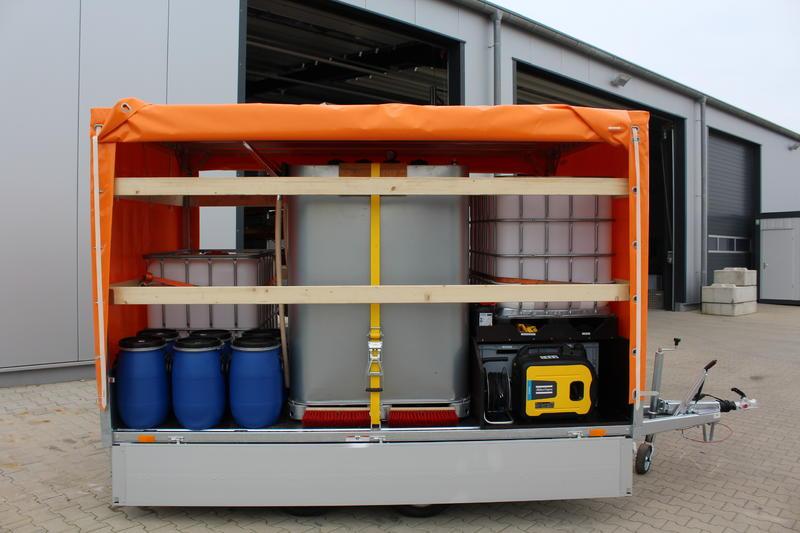 Ölwehr-Anhänger zum umpumpen und Auffangen nach Kraftstoff- oder Ölhavarien